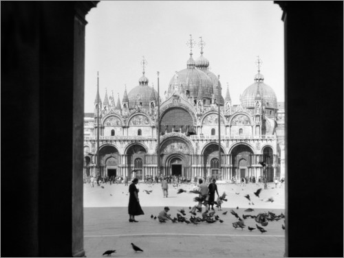 Premium poster View through the portal of St. Mark's Cathedral in Venice