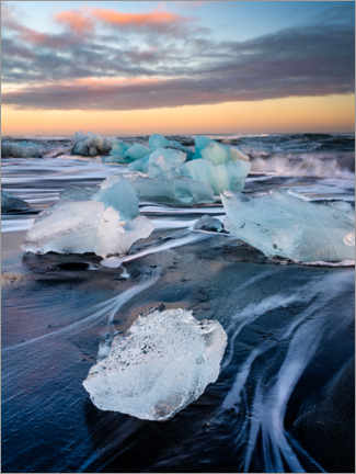 Canvas print  Blocks of ice on Jökulsárlón beach at sunset - Peter Wey