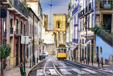 Premium poster  Tram in front of the Catedral Sé Patriarcal, Lisbon