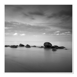 Premium poster  Stones on the sea beach - black and white - Frank Herrmann