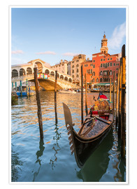 Premium poster  Gondola at Rialto bridge - Matteo Colombo