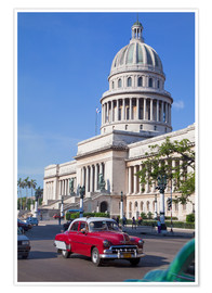 Premium poster  Traditonal old American cars passing the Capitolio building, Havana, Cuba - Martin Child
