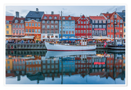 Premium poster  Nyhavn reflected - Scott McQuaide