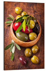 Aluminium print  Bowl with olives on a wooden table - Elena Schweitzer